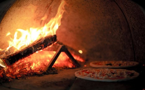 Italy town fights smog by 'banning' pizza making