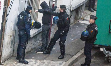 France sticks to plan to strip terrorists' passports