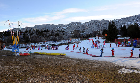 Balmy winter hits French ski workers in wallet