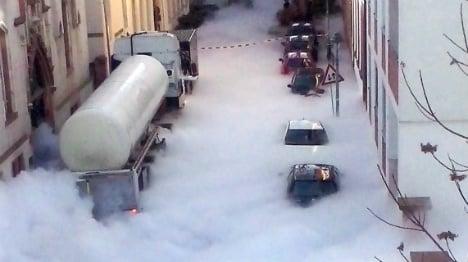PHOTOS: Huge cloud of CO2 floods central Mainz