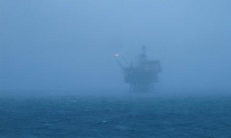Chaos as huge wave kills Norway oil rig worker