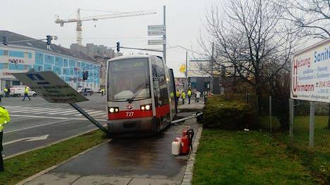 Tram jumps tracks in Donaustadt