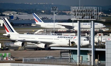 Body found in plane's landing gear in Paris