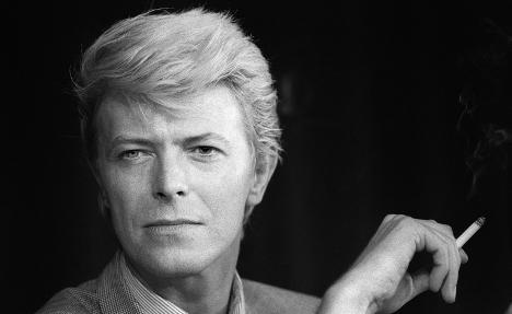 David Bowie sings his hit 'Heroes' in French