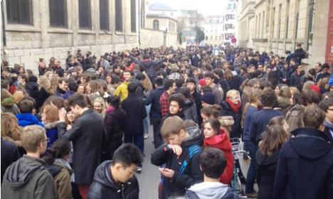 Who is sending terror threats to Paris's high schools?