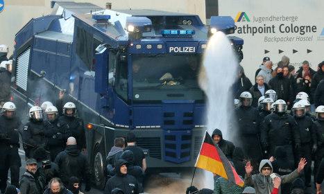 Violence erupts at Cologne Pegida demo