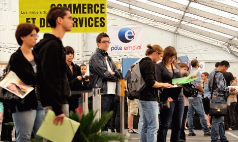 France urged to cut 'very generous' jobseeker benefits