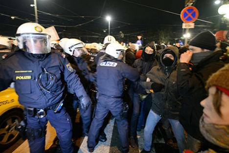 Police camera teams to film Akademikerball protests