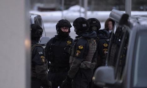 Knife man 'siege' ends in Stockholm suburb