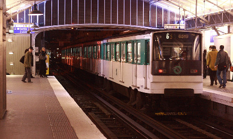 Paris Metro passenger dies after 'coat gets stuck in doors'