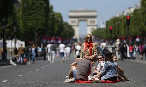 Paris to hand Champs-Élysées to pedestrians