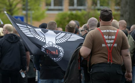 Islamists and neo-Nazis 'more prepared for violence'