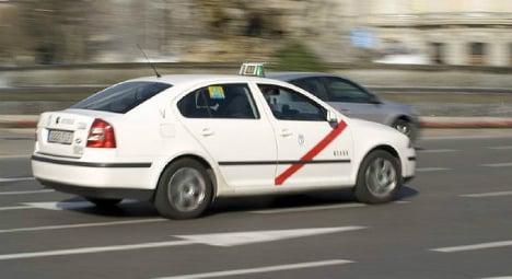 Watch: Drunk taxi driver risks death on Madrid motorway