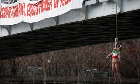 Femen welcome Rouhani with mock hanging on Paris bridge
