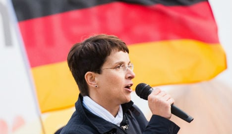 Police 'should threaten to shoot migrants': AFD