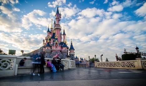 Police 'arrest partner of armed man at Disneyland Paris'