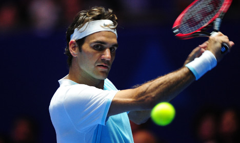 Sweet 300: Struggling Federer squeezes into fourth round