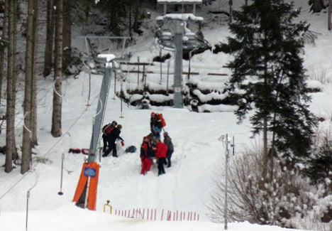 Man almost strangled on ski lift by daughter's harness