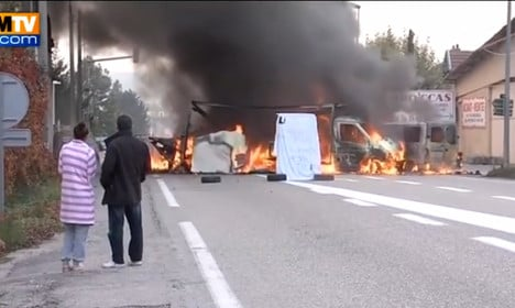 Hundreds of French police raid travellers camp after riots