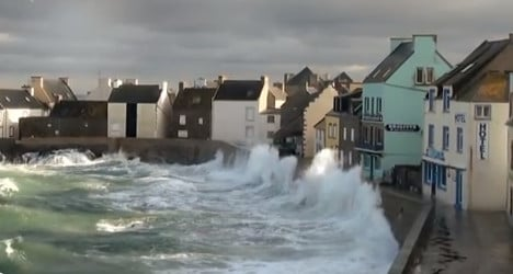 Western France on alert for high winds and waves
