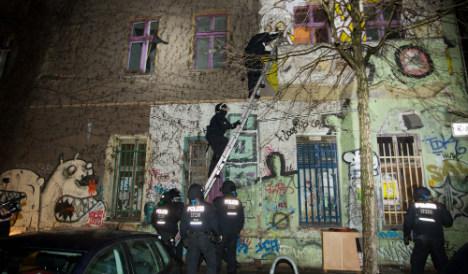 500 cops raid Berlin far-left squat after attack