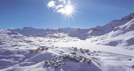 Teen skier dies from head injuries in Alps