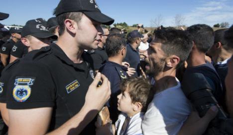 Merkel pushes Turkey to stem flow of migrants
