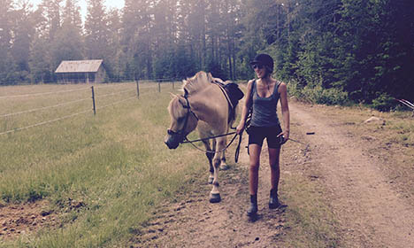 Neiiiighbours offer help to Swedish riding adventurer