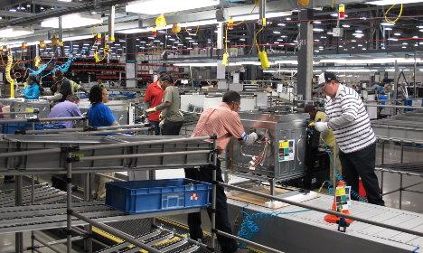 Sweden's Electrolux sees profit drop after failed GE deal