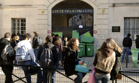 Paris pupil dies in plunge from school building