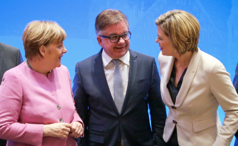 Party colleagues 'stabbing Merkel in back' over refugees