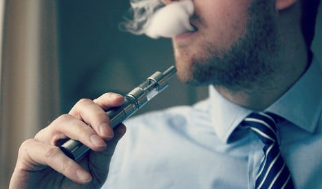 France advised to ban e-cigs in cafes and restaurants