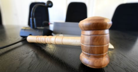 Students allowed to kick out flatmate's mum, judge rules