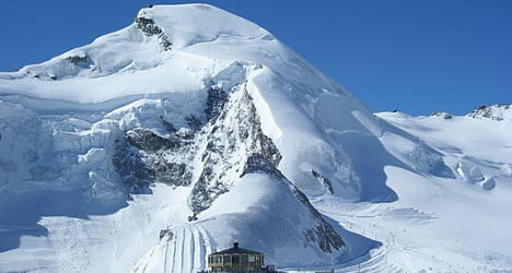 Off-piste skiers hit by deadly avalanche