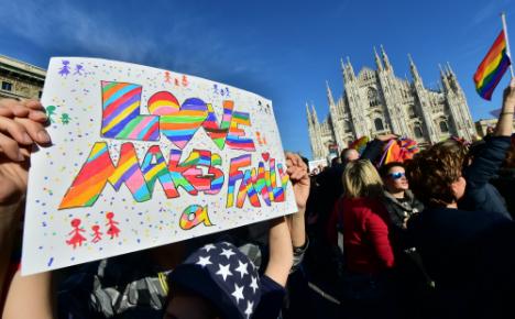 Renzi threatens confidence vote over gay unions