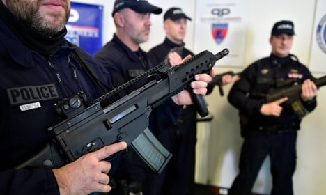 Paris police to be equipped with assault rifles
