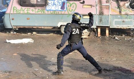 Migrants and police clash at Calais camp demolition
