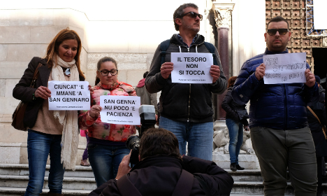 Rally in Naples against church over treasure