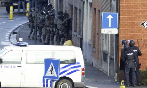 One gunman killed in raid linked to Paris terror attacks