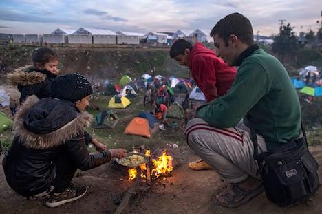 Surge of 100,000 migrants building in Greece