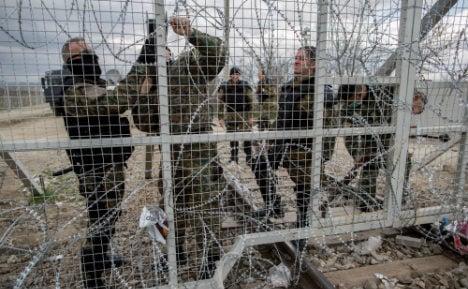 Merkel scuppers EU plan to close Balkan refugee route