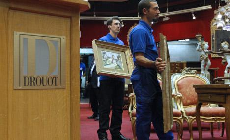 Paris auction porters 'pilfered 250 tonnes of valuables'