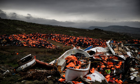 EU and Turkey strike deal to send back migrants