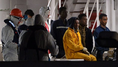 Italy saves 4,000 migrants as flow to Greece recedes