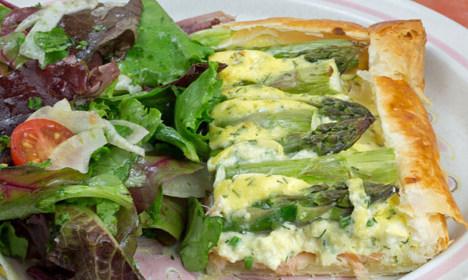 How to make Swedish smoked salmon and asparagus tart