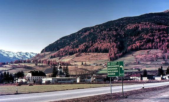 'Border controls will stem migrant flow via Italy': Austria