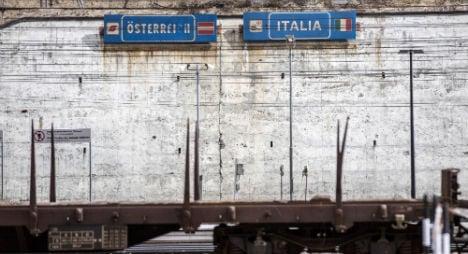 Austria raises 'migrant fence' on Italian border