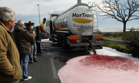 French farmers' wine dumping sparks anger in Spain