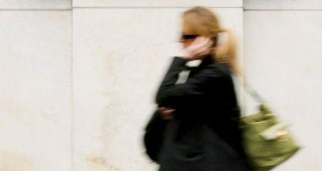 Call for pedestrian phone ban in Austria