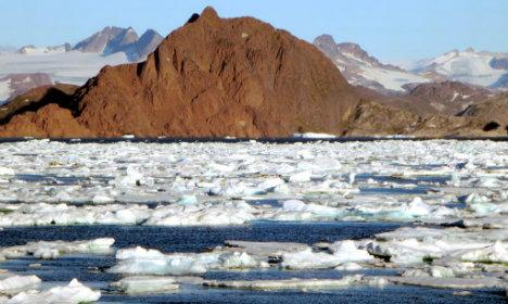Greenland ice melts 'disturbingly' early